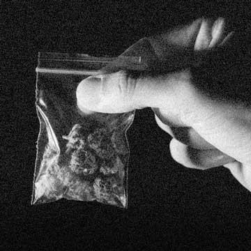 32% dos crimes cometidos por pessoas presas estão relacionados à Lei de Drogas